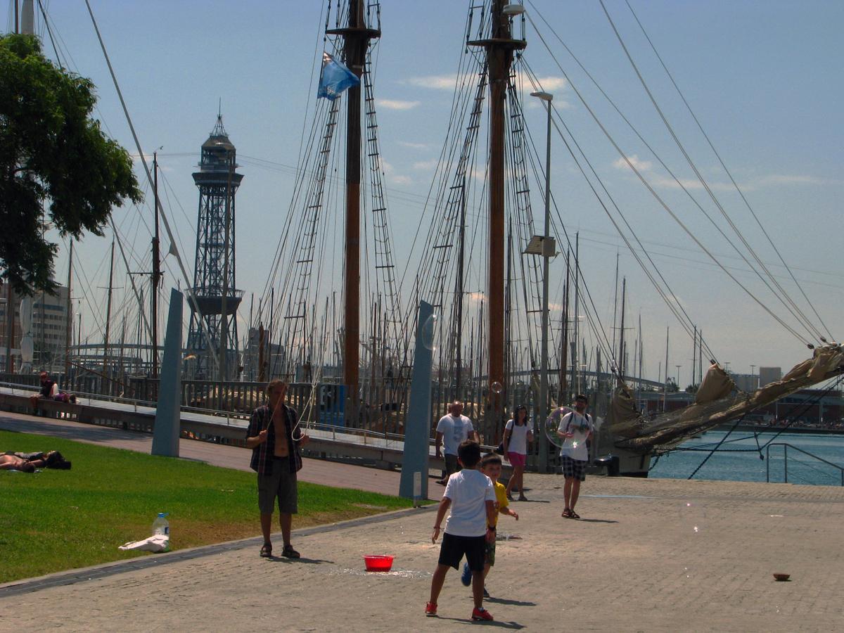 obří bublifuk v přístavu