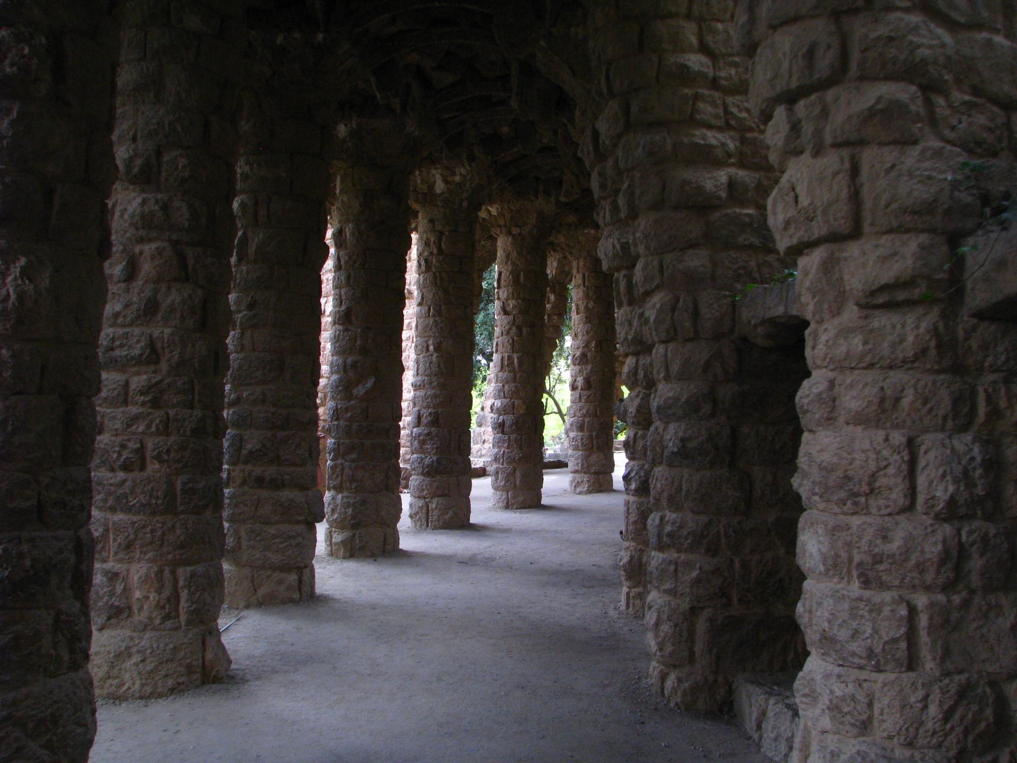 krytá promenáda v parku Güell