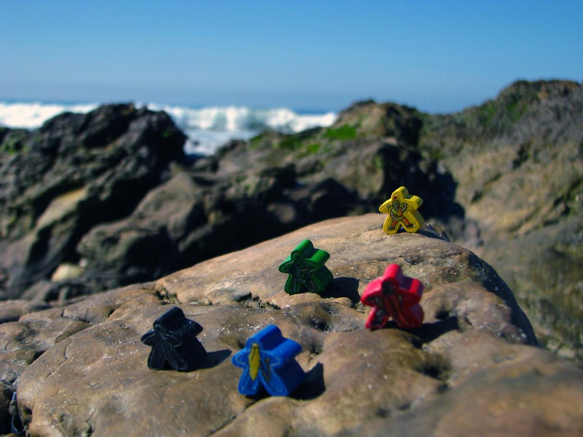 figurky na útesu