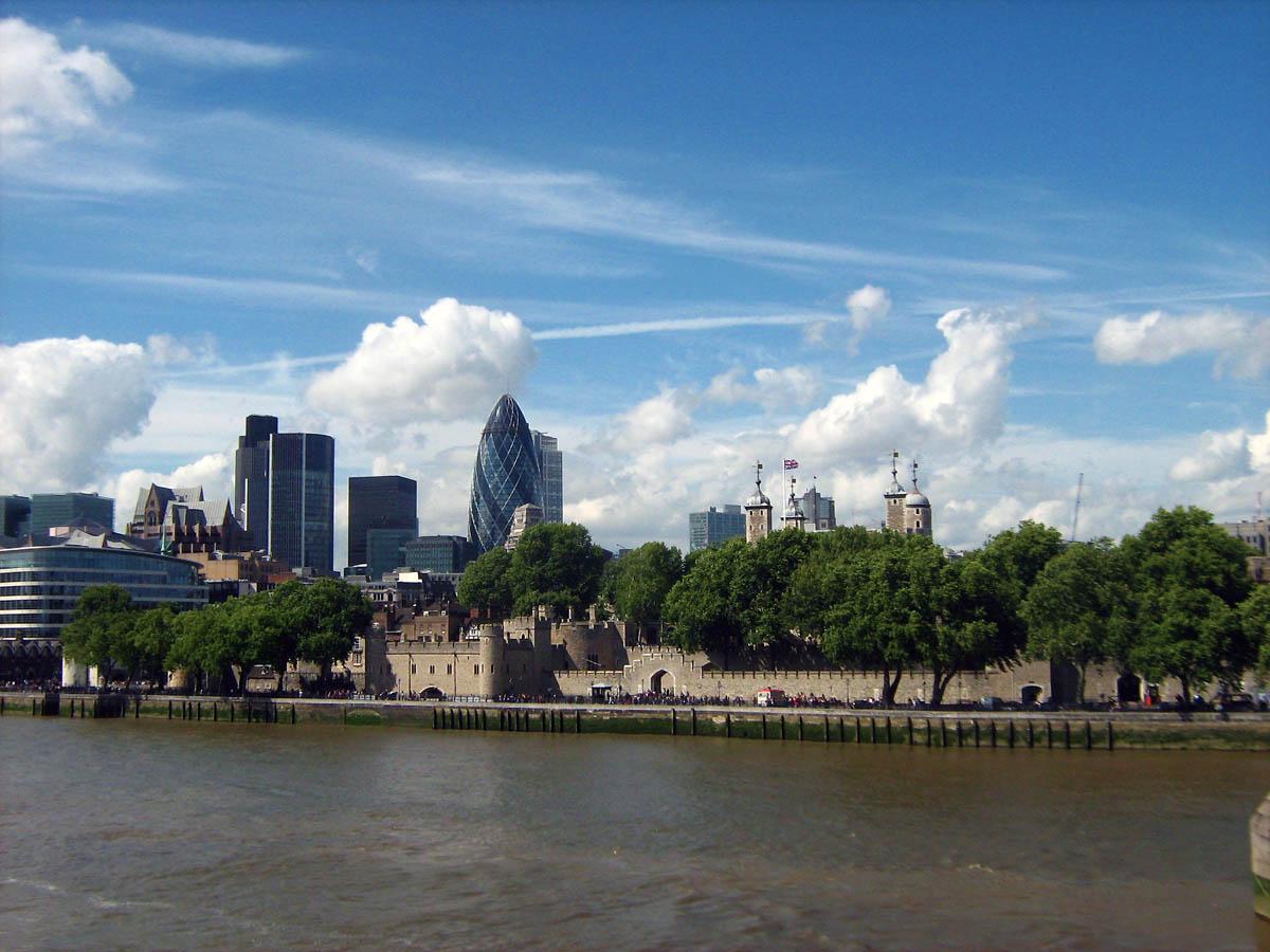 v dali Tower of London