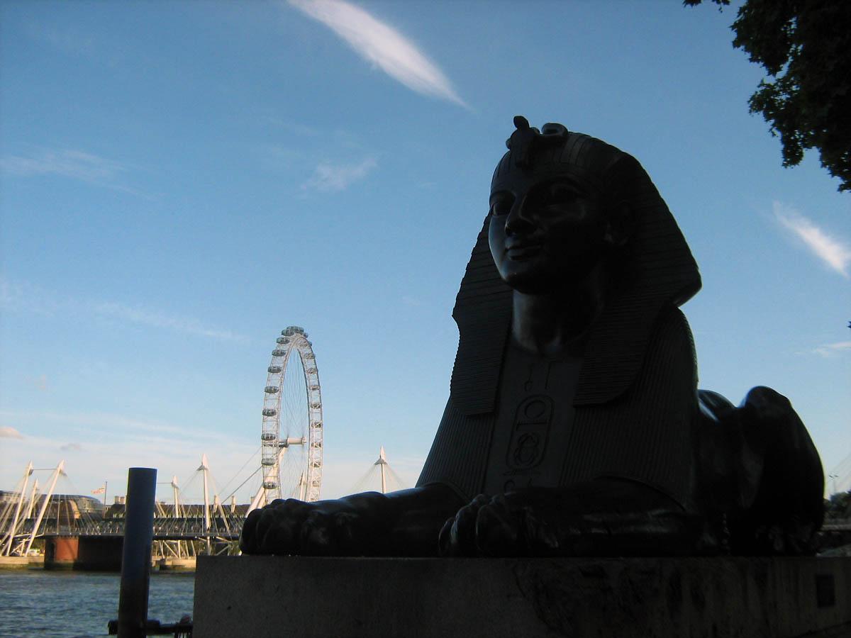 sfinx with London Eye
