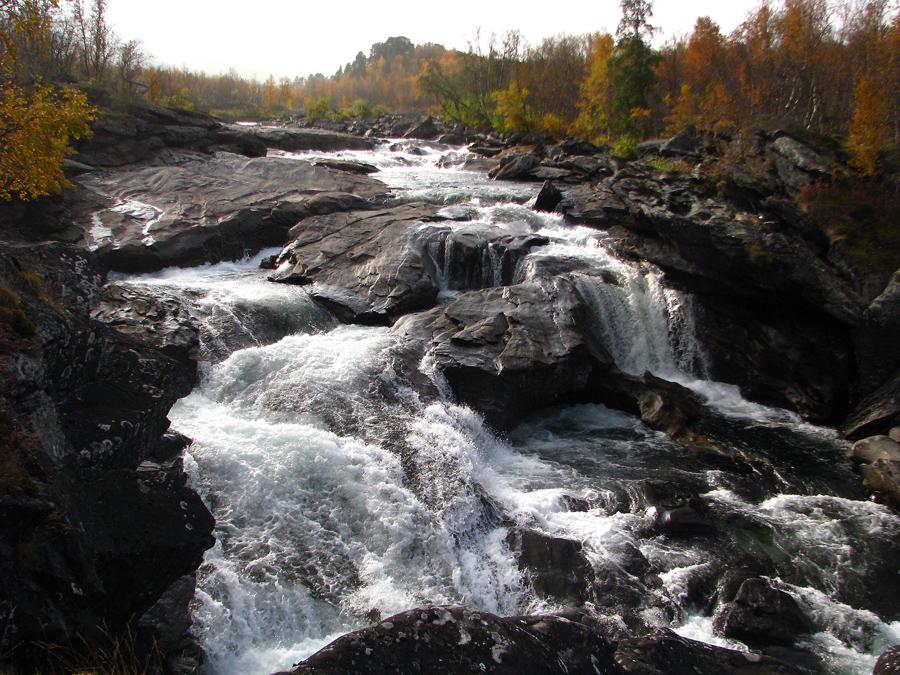 přes řeku