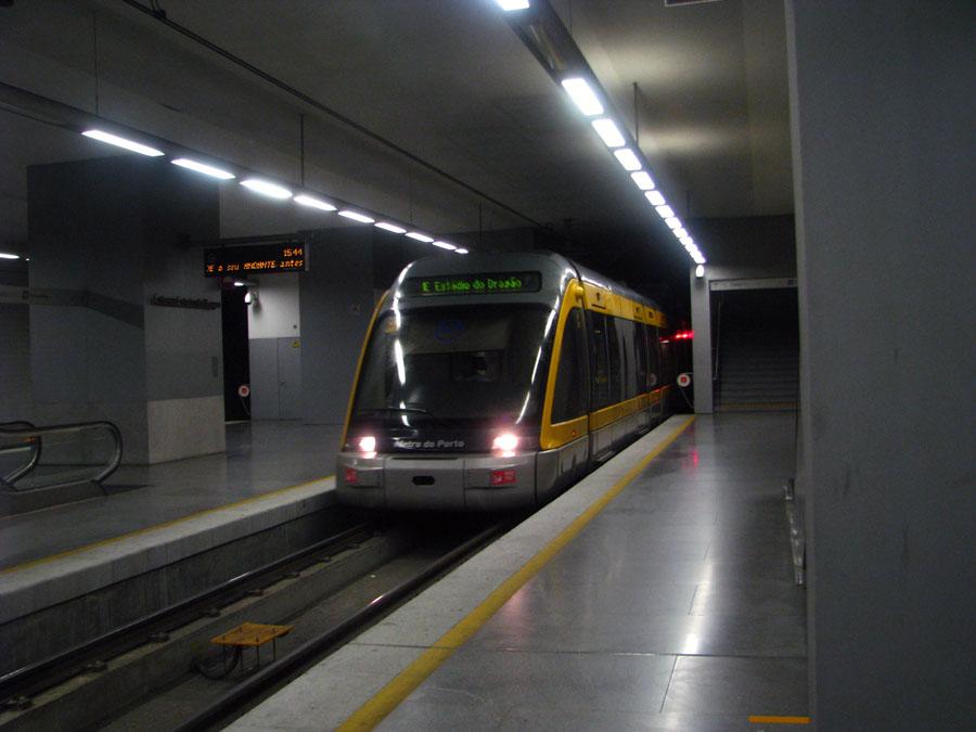 metro - stanice Dragao