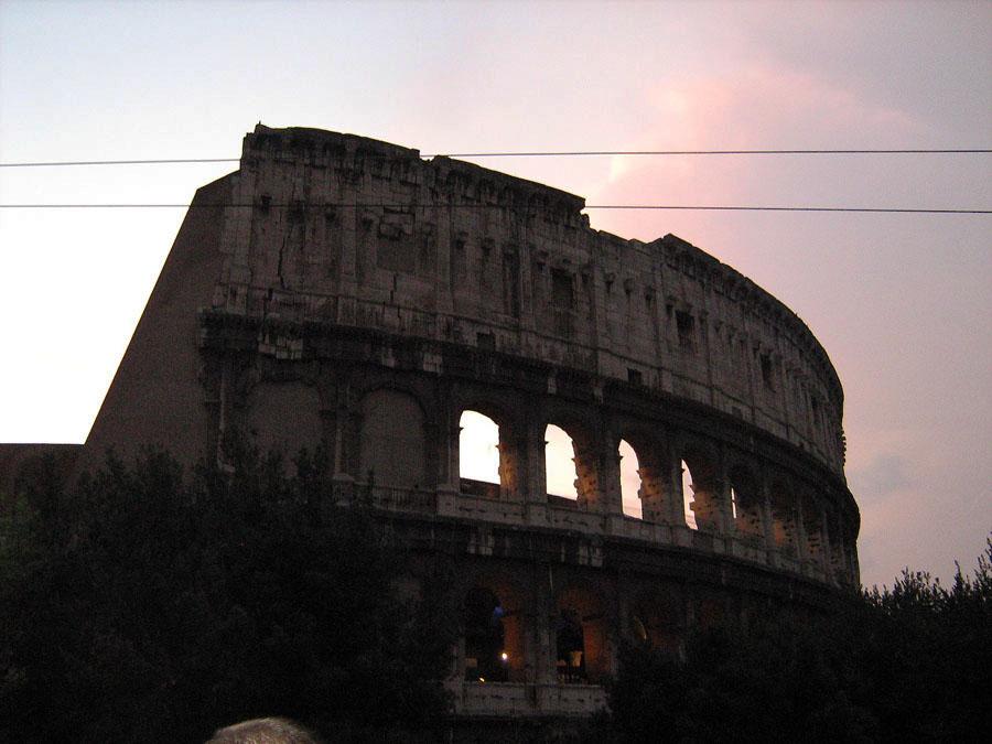 Koloseum při západu slunce