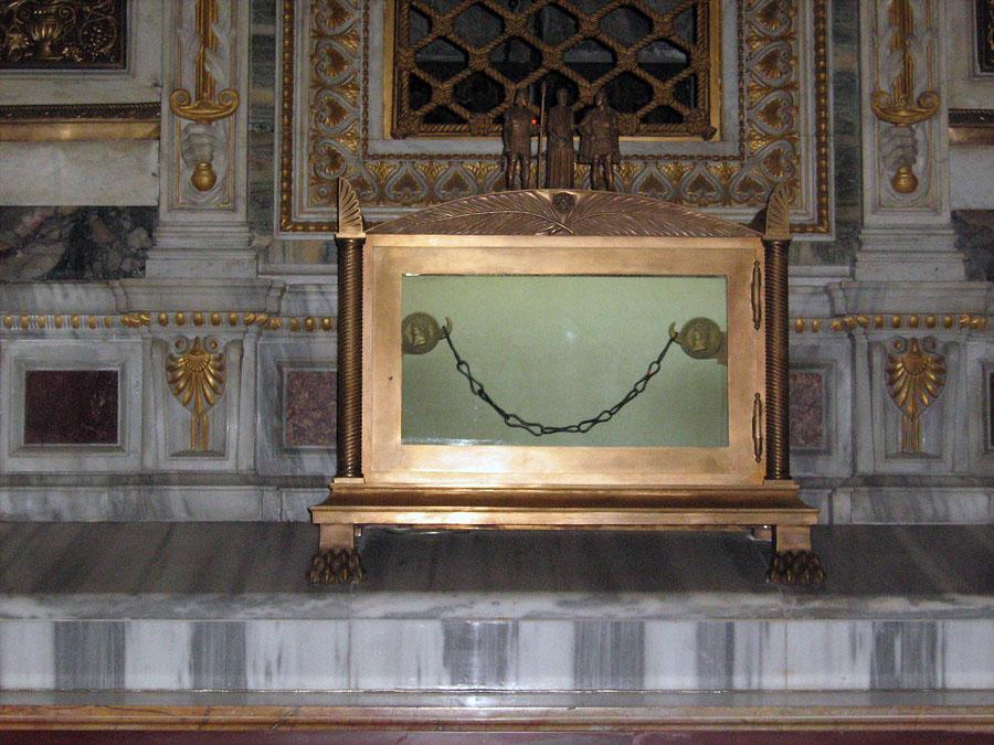 řetězy, kterými byl údajně spoután apoštol Pavel