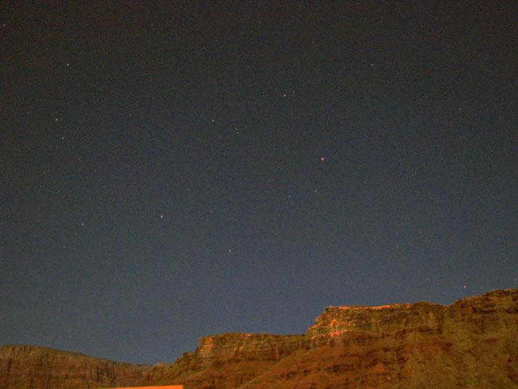 noc u řeky Colorado