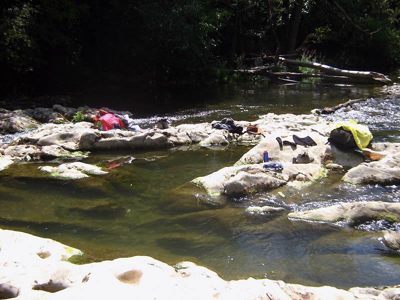 tábor u řeky