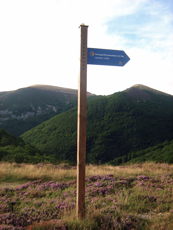 směrovka k Roncesvalles