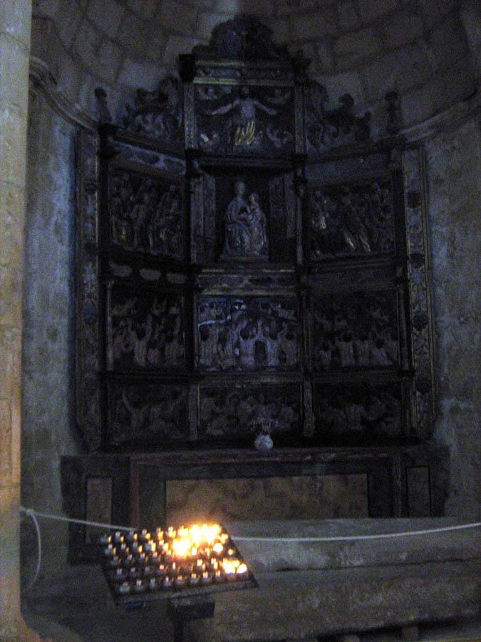 interiér kostela v San Juan de Ortega